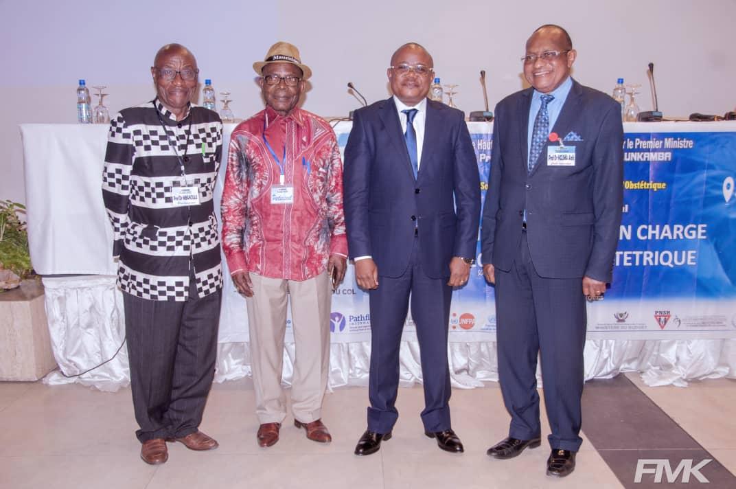 Le Prof Dr Félix Momat clôture au nom du premier ministre les assises du 9ème congrès de la Société Congolaise de Gynécologie et Obstétrique (SCOGO) de Kinshasa.