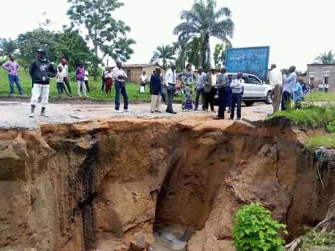Lomami  : Deux têtes d'érosion menacent de couper en deux la Nationale n°1 à Mwene-Ditu.