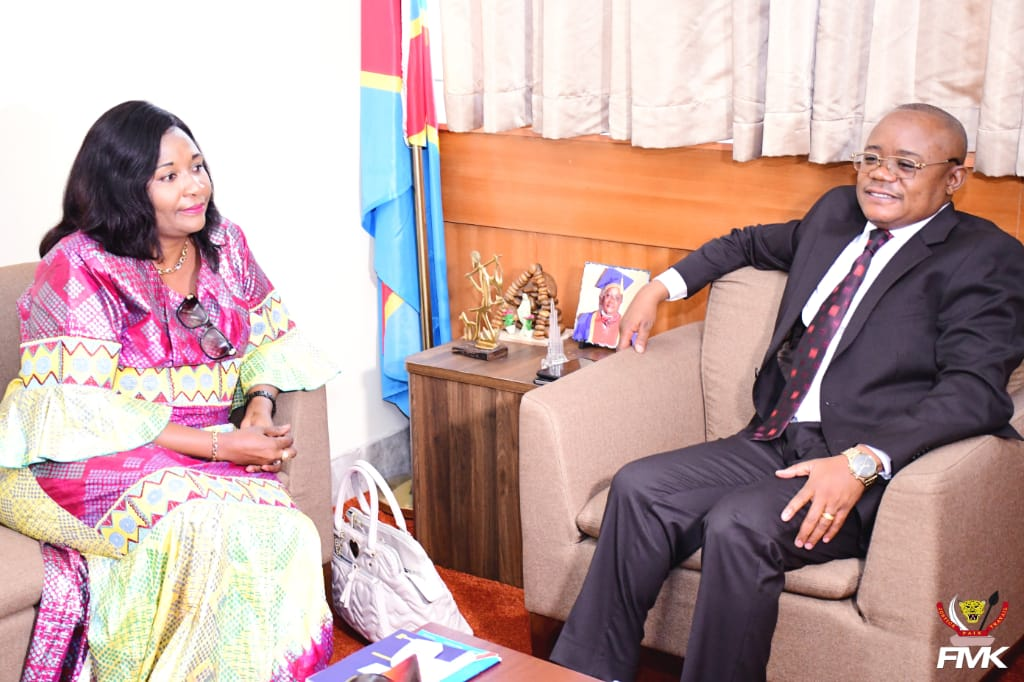 Kinshasa : Kilufya Ngandwe, ministre provincial de l'environnement du Haut-Katanga, présente ses civilités au Professeur Dr Félix Momat Kitenge.