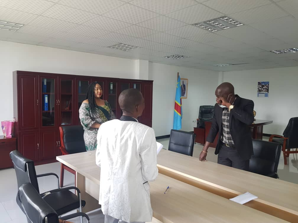 Haut-Katanga/ Ministère des Affaires sociales : Prescillia PANDA assiste l'Entente des personnes vivant avec handicap de Kasumbalesa.