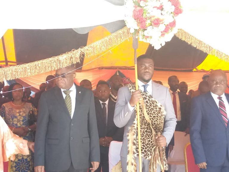 "Sud-Kivu : ""Servir et non se servir"", promesse du Mwami Dirk Majiri N'Nakaeiba de la Chefferie de Kaziba pour son règne."""