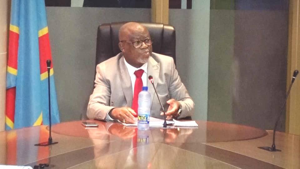 Ministère du budget : Jean  Baudouin Mayo en séance de travail avec les acteurs des secteurs financiers et de la production.