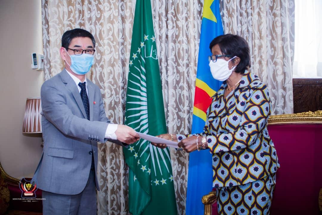 Ministère des affaires étrangères : Marie Tumba Nzeza et M. Kim Myong Sik prêts pour un renforcement de la coopération entre la République Démocratique du Congo la Corée du Sud.