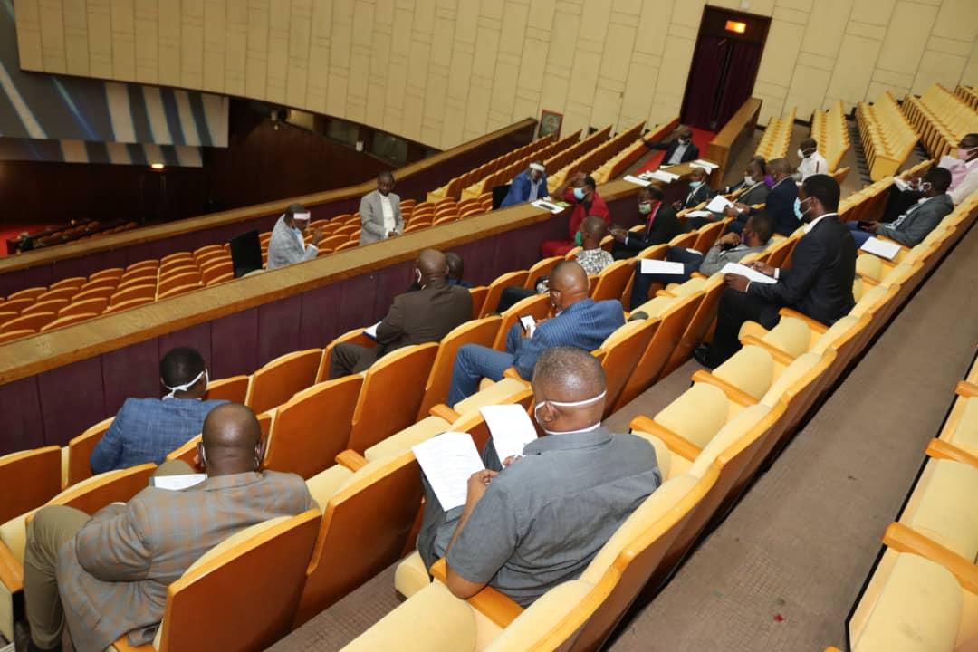 ASSEMBLÉE NATIONALE : WILLY NGOOPOS, MINISTRE DES ITPR, INTERPELLÉ PAR LA COMMISSION DES INFRASTRUCTURES.
