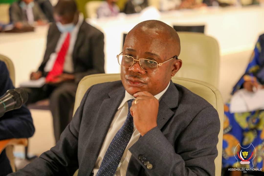 Gouvernement Ilunkamba : L'opinion publique plébiscite le Professeur Félix Momat meilleur vice-ministre.