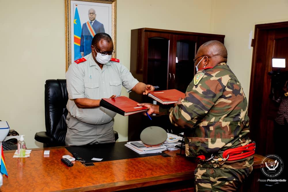 Présidence de la République/Maison militaire : Le lieutenant-général Jean-Claude Yav Kabeya cède sa place au général Major Mualunda Tumba Franck.