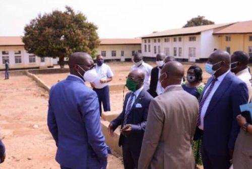 Haut-Katanga/Institut Supérieur des Statistiques : Les étudiants reconnaissants face à Jacques Kyabula.
