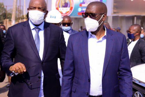 Haut-Katanga : Par ses oeuvres, Jacques Kyabula séduit le VPM-Ministre de l'intérieur et Sécurité Gilbert Kankonde.