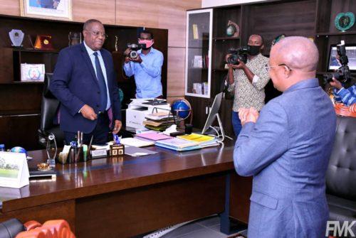 Le Séminaire budgétaire organisé à Kolwezi étant terminé, Félix Momat fait la Restitution au gouverneur Muyej.