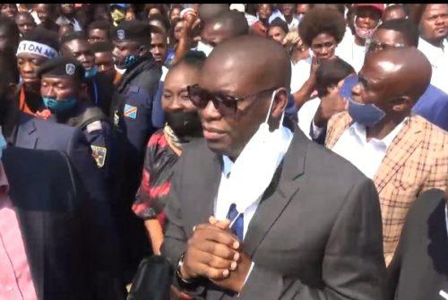 Haut-Katanga/Likasi : Les étudiants de l'ISPT bénéficient d'un bus pimpant neuf dont du gouverneur Jacques Kyabula.