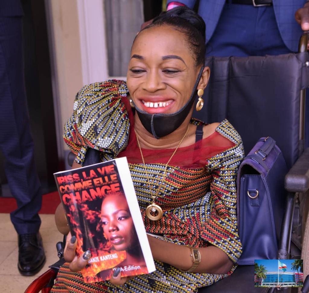 Haut-Katanga/Mardi d'audiences au gouvernorat : L'écrivain Nelly Pascaline Banze Kateng parmi les personnes reçues par Jacques Kyabula.