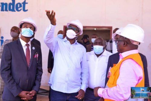 Haut-Katanga/UNILU : Jacques Kyabula inspecte l'évolution des travaux de l'amphithéâtre Kalaba Mutabusha.