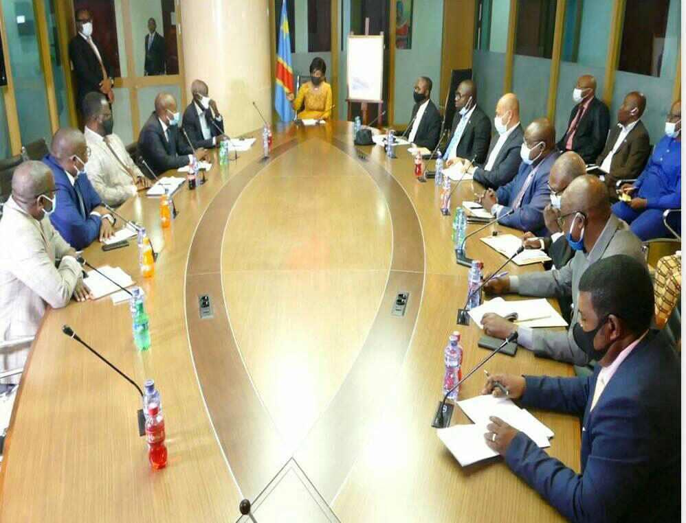 Kongo Central/Marche de colère à Moanda : Acacia Bandubola, Ministre de l'économie, calme la tension des revendeurs des carburants.